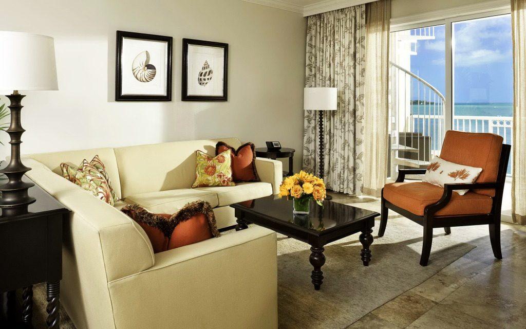 Игра цвета: гостиная комната