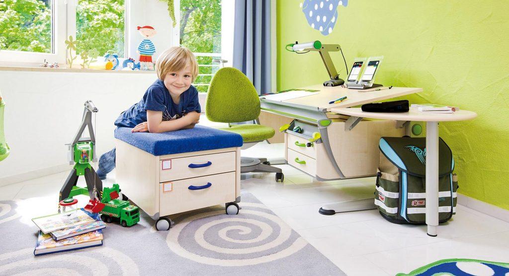 Детский письменный стол для занятий1